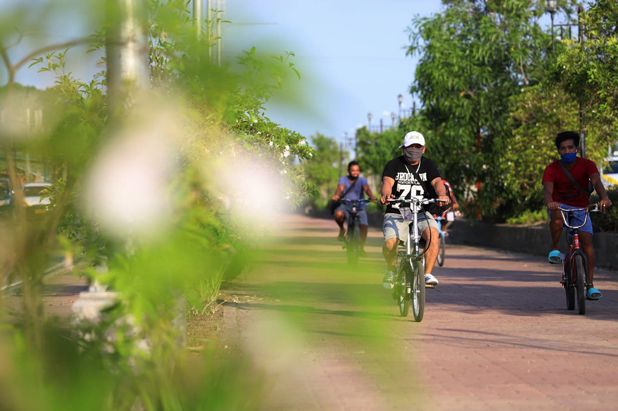 The Iloilo City Government plans to interconnect bike lanes all over the urban center for easier transport and safer mobility, especially to those who bike to and from their workplace.