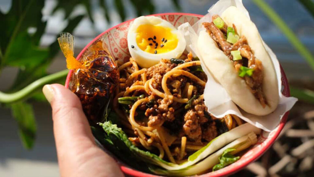 Sichuan noodles with bao