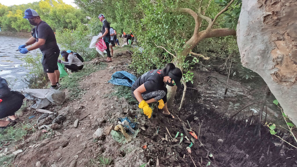 Iloilo Paddlers Club members clean the river bank