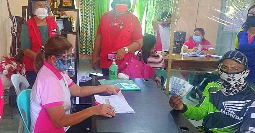 DSWD cash assistance distribution in Mina, Iloilo.